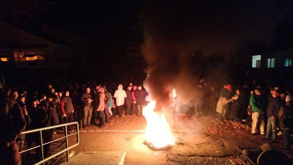 В Прилуках устроили протест из-за гибели ребенка