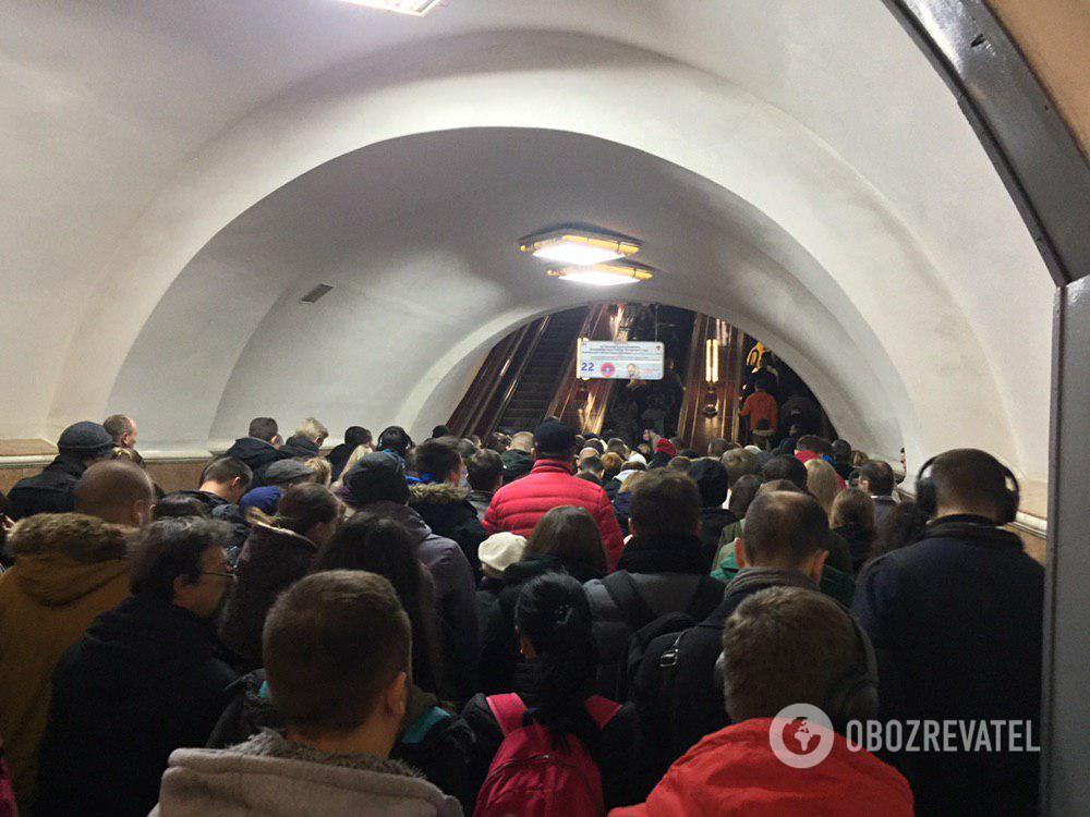 У Києві надійшов анонімний дзвінок про мінування станцій метро