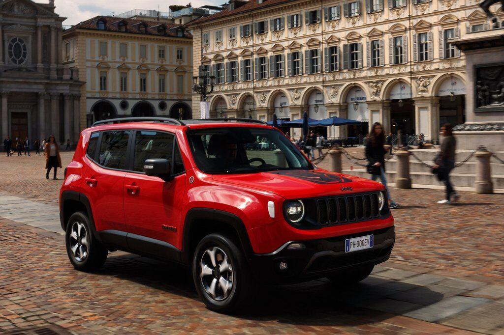 Cерійний Jeep Renegade Plug-In Hybrid презентували в березні 2019 року на автошоу в Женеві