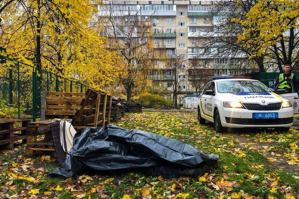 На Русанівці у Києві 11 листопада місцеві жителі виявили труп чоловіка