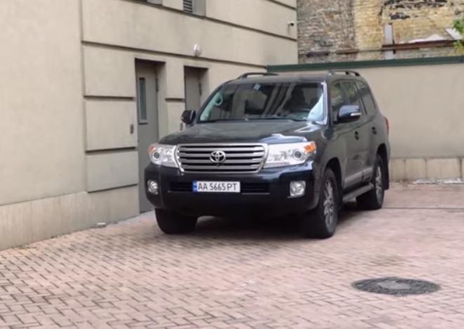 Журналисты показали 24 квартиры и 17 авто Дубинского