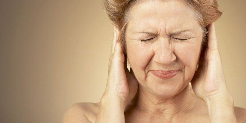Шум у вухах супроводжує підвищення тиску