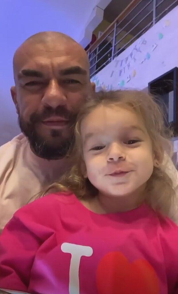 Муж Нени отнял у нее дочь