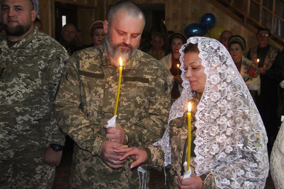 Венчание воинов ВСУ под ДАПом