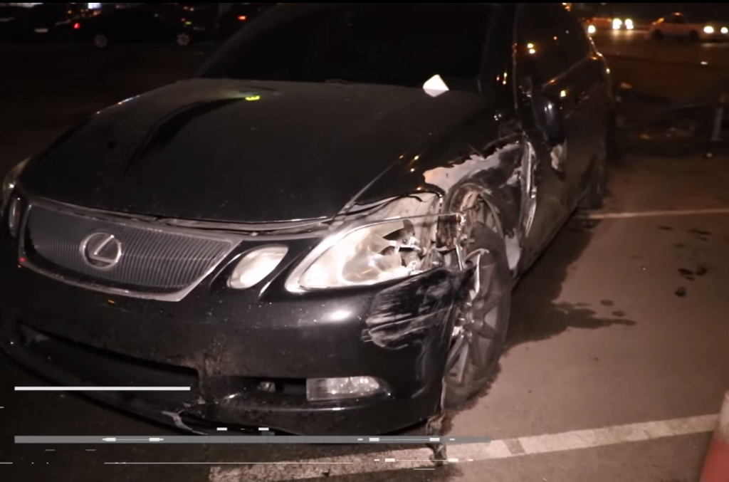 Lexus збив пішоходів на тротуарі