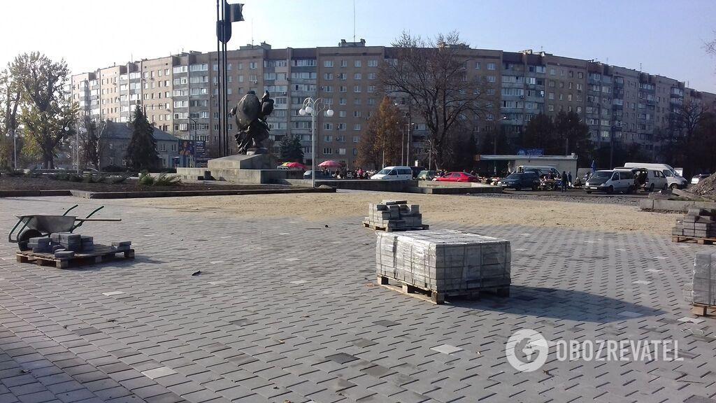 Работы на площади 700-летия в Черкассах уже начались