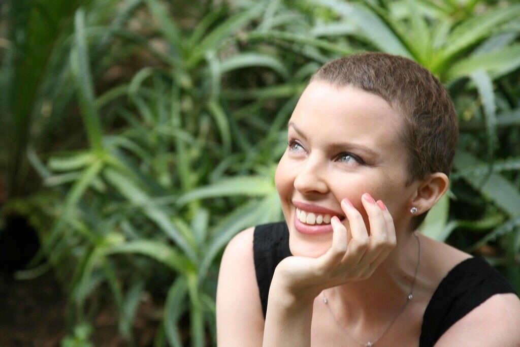 Хто з українських і світових зірок переміг рак