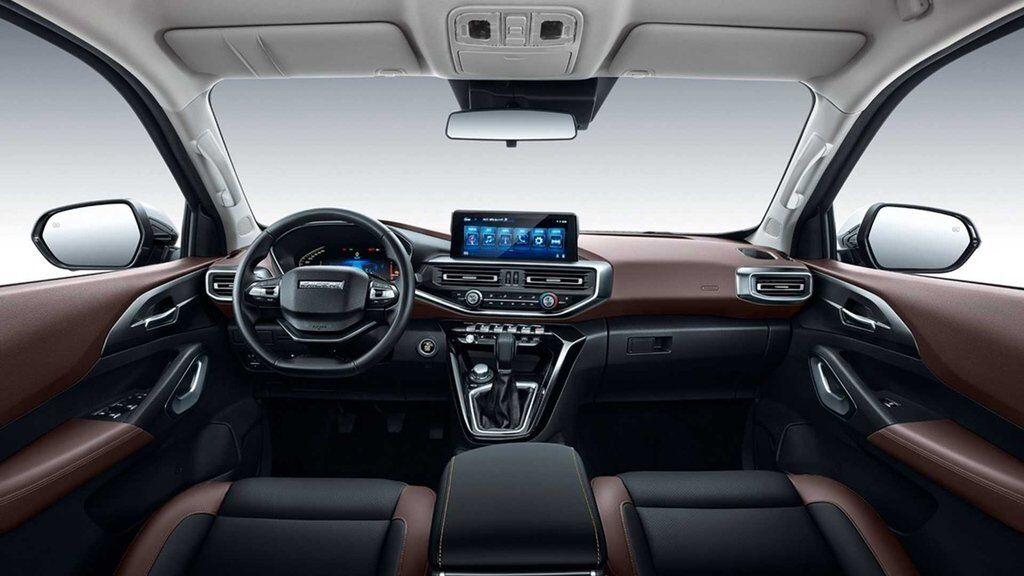 В дизайне интерьера Changan Kaicheng F70 можно обнаружить элементы, унаследованные от моделей Peugeot