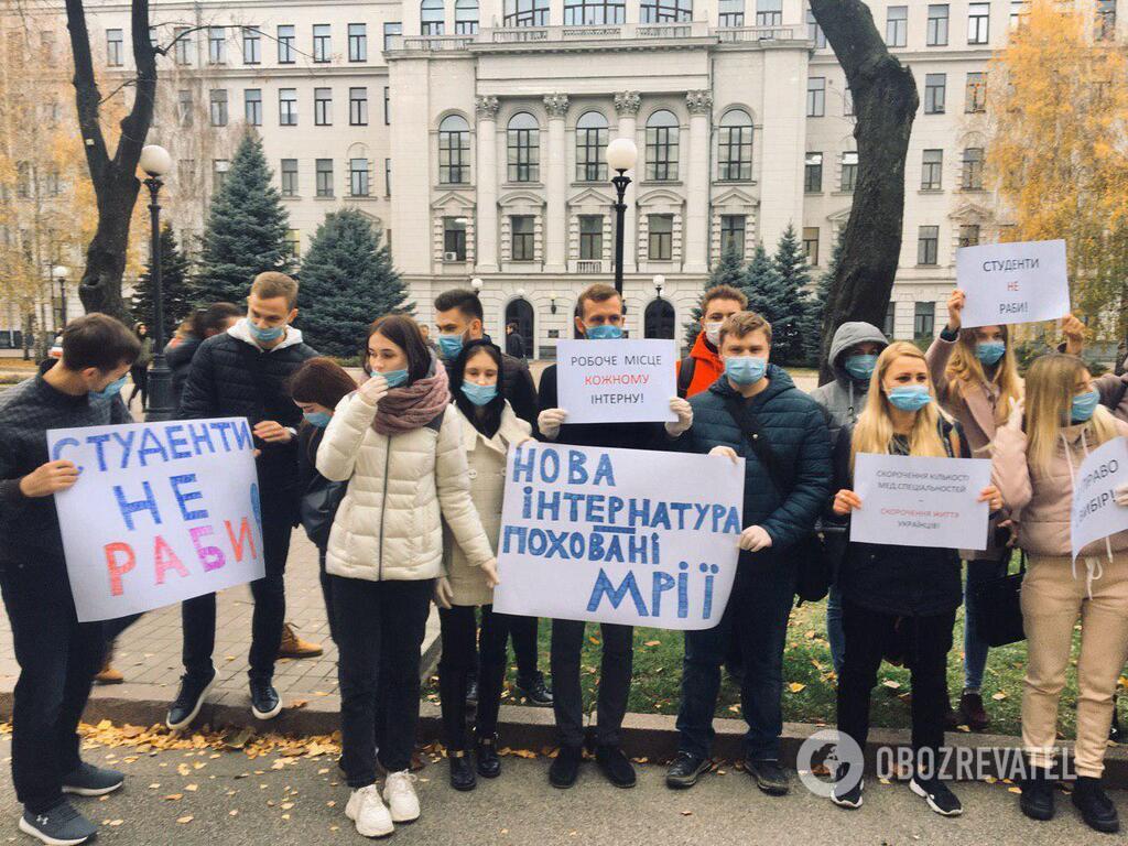 Студент ДМА вышли на митинг против реформы