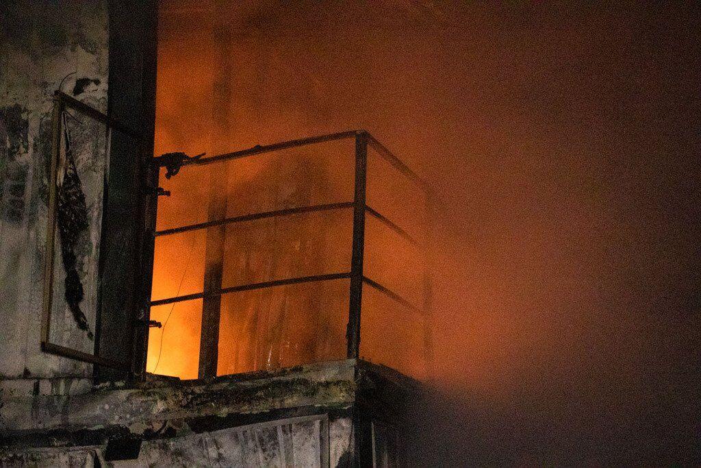 """Около 3:00, с разрывом в несколько минут, неизвестные подожгли три магазина сети """"Молоко от фермера"""""""