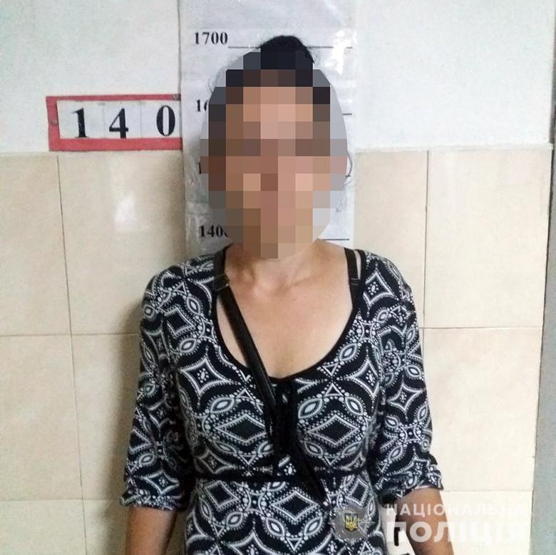 В Киеве женщина нагло ограбила ребенка в школе