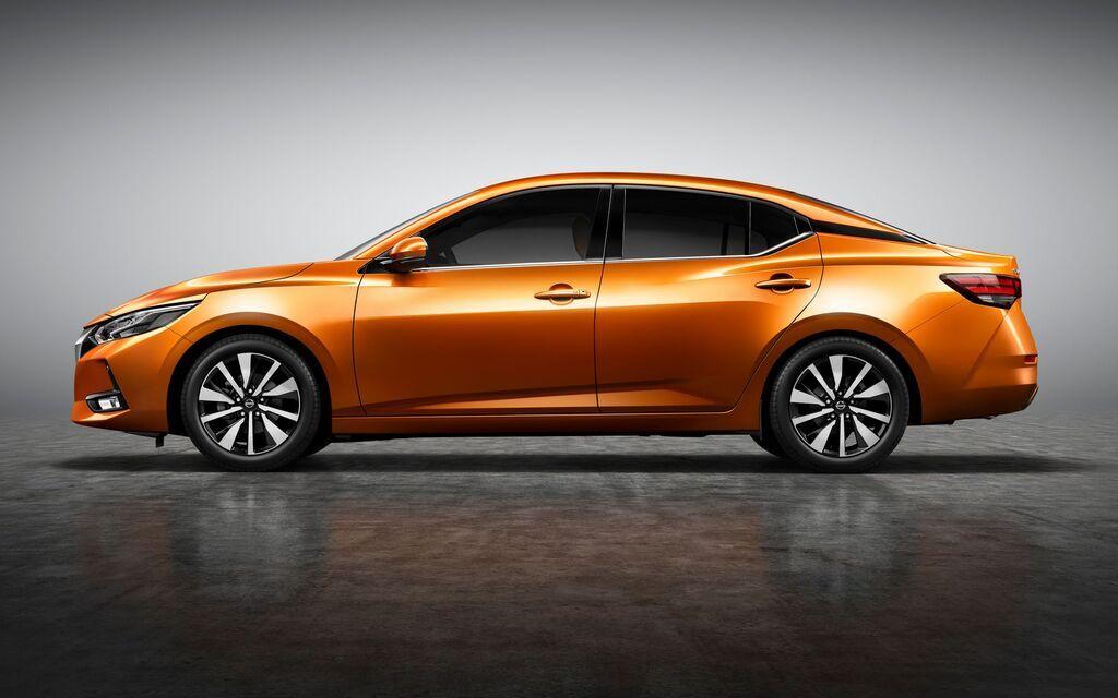 Новый седан Nissan получил стремительный силуэт