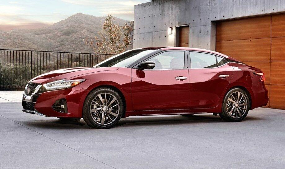 Большой седан Nissan Maxima первым продемонстрировал новый корпоративный стиль
