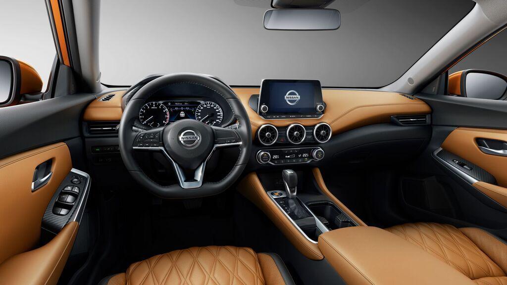 Салон Nissan Sentra 2020 выглядит стильно