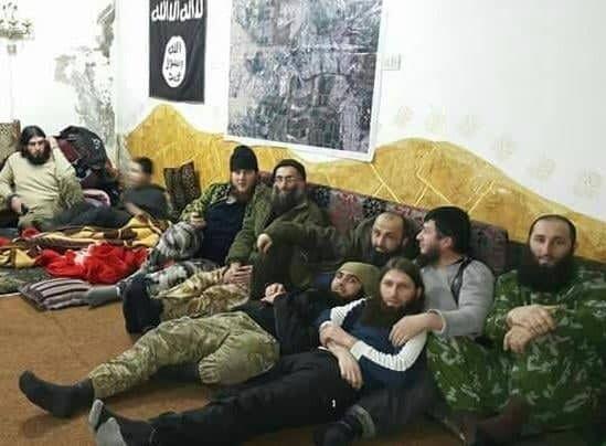 Абу Умар аш-Шишані з терористами ІДІЛ