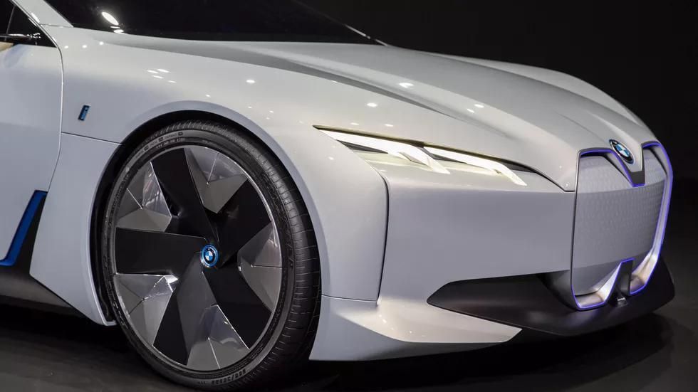 Електрокар BMW i4