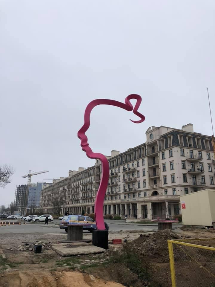"""Под Одессой установили гигантский арт-объект """"Дочь"""""""