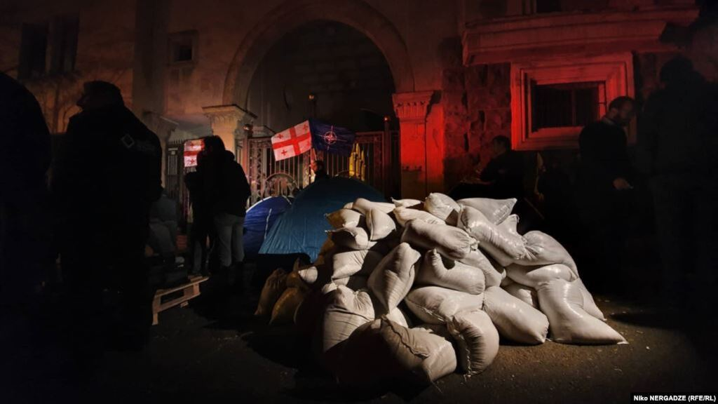 В Грузии разгорелись массовые протесты против правительства: фото и видео