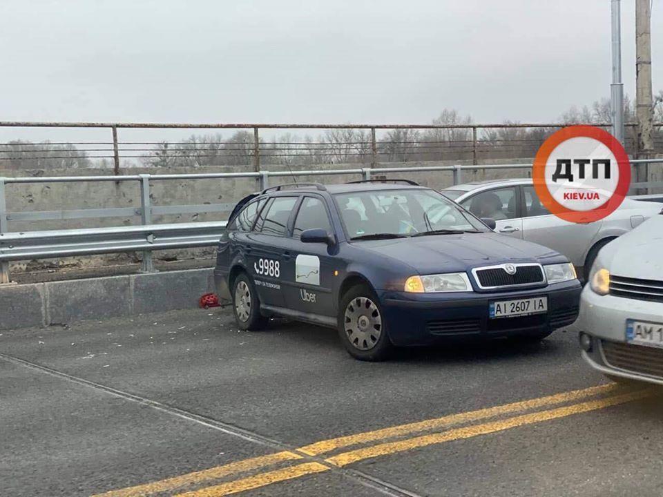 В Киеве на Броварском проспекте (мост Русановский), возле станции метро Гидропарк, 18 ноября произошло жесткое ДТП