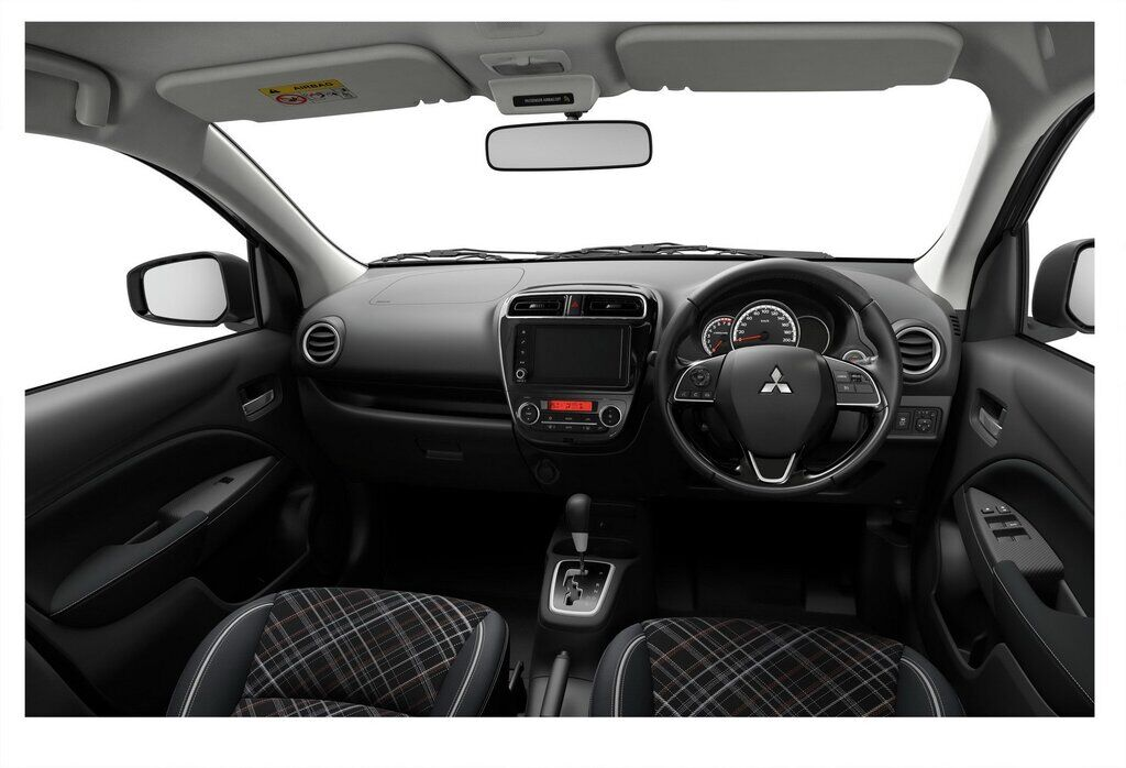 Нові матеріали обробки і 7-дюймовий екран роблять салон Mitsubishi Mirage і Attrage сучаснішим