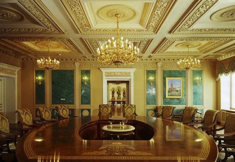 Одиозному патриарху Кириллу – 73: как выглядят роскошный особняк и яхта главы РПЦ