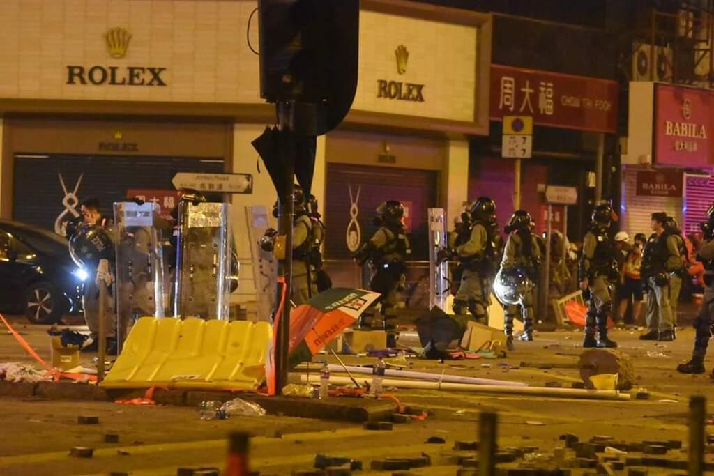 Все в огне! Гонконг охватили ожесточенные бои. Фото и видео