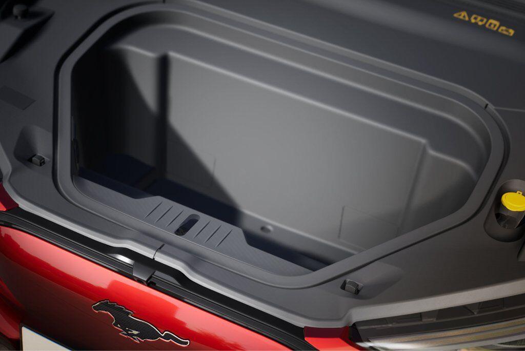 Попереду у Ford Mustang Mach-E є 100-літровий багажник