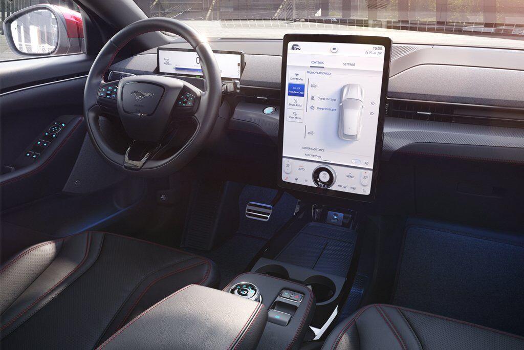 На моделі Ford Mustang Mach-E з'явилася фірмова інформаційно-розважальна система SYNC 4-го покоління
