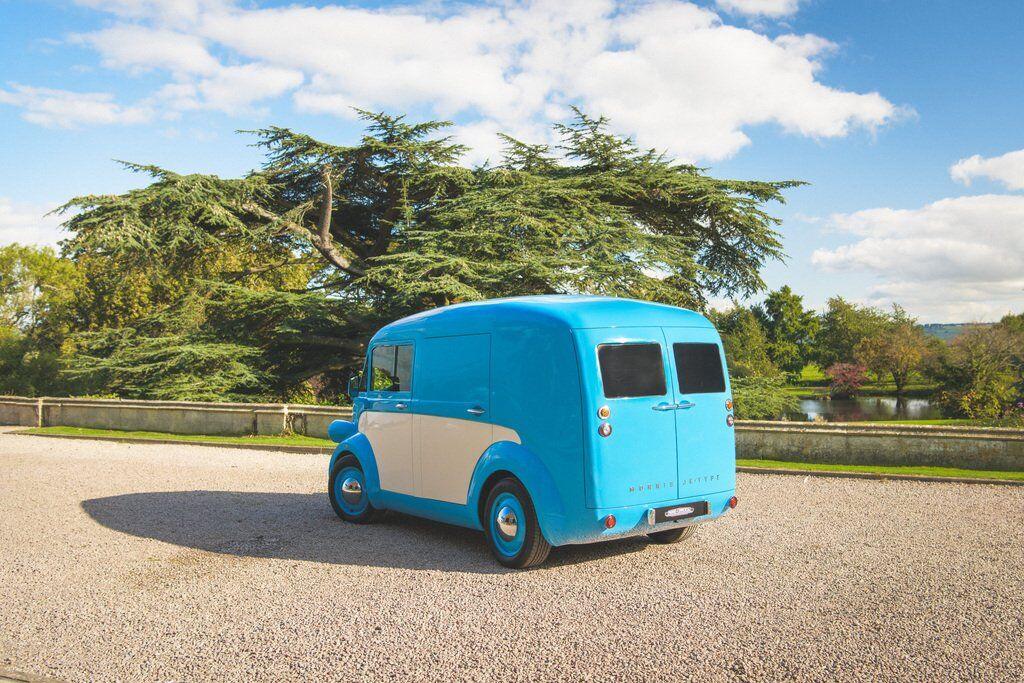 Крім фургона Morris JE планується випускати і інші модифікації, в тому числі мікроавтобус та пікап