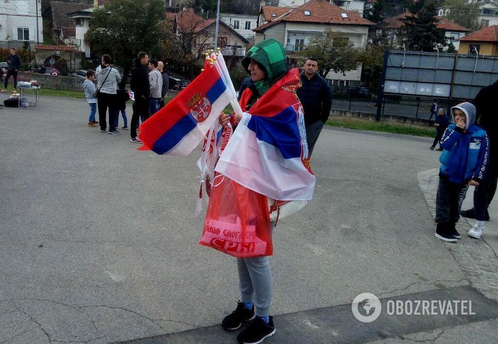 Накануне матча Сербия - Украина у стадиона виделась только сербская символика, и ни в коем случае - украинская