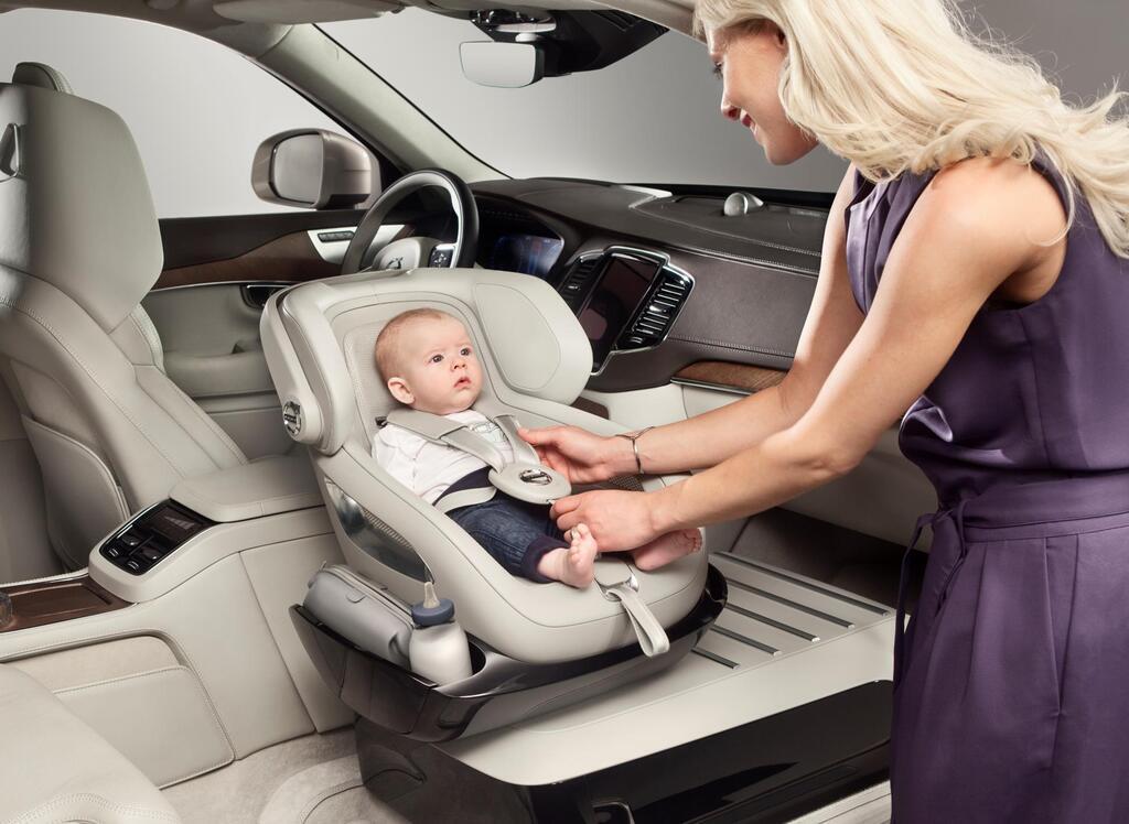 Производители предлагают огромный ассортимент кресел и бустеров для безопасной перевозки детей в авто