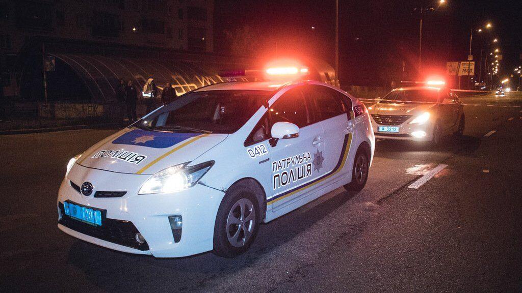 На улице Сечевых Стрельцов молодой мужчина хотел перейти дорогу, но упал под колеса авто