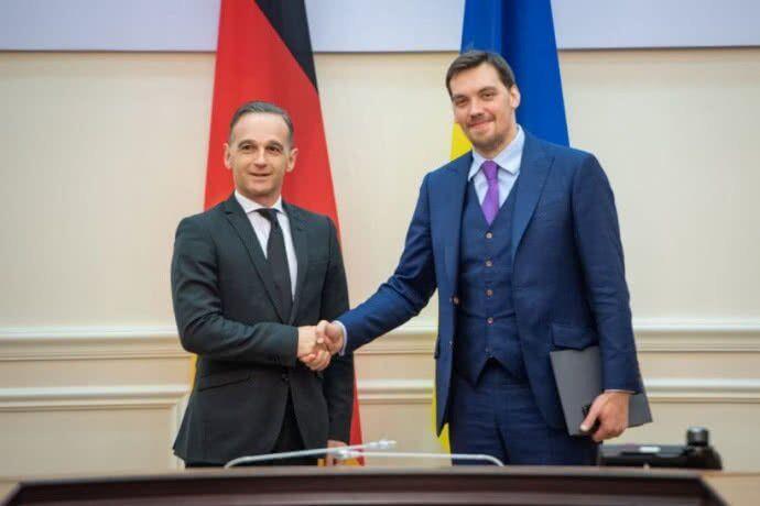 Зеленський і Гончарук обговорили з Маасом російський газ