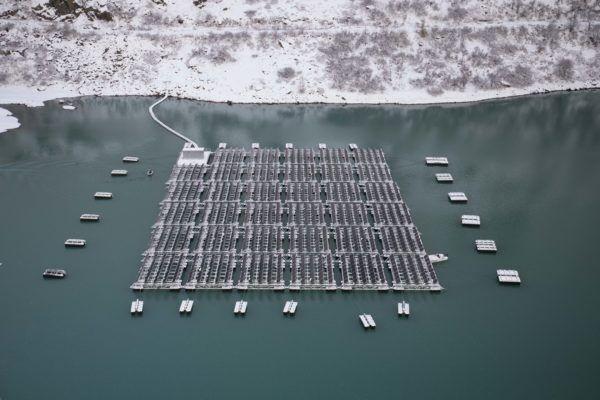 Сонячна станція на озері Туль