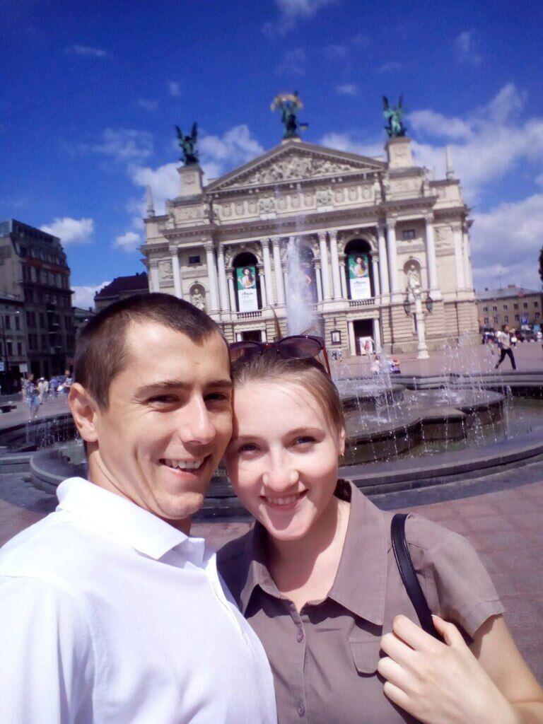 Дмитро з дружиною