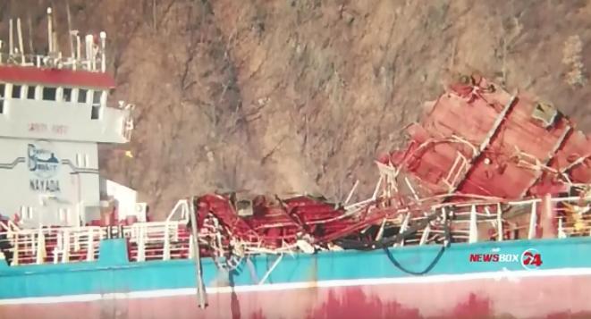 Тела двоих погибших моряков подняты из воды, поиски третьего продолжаются