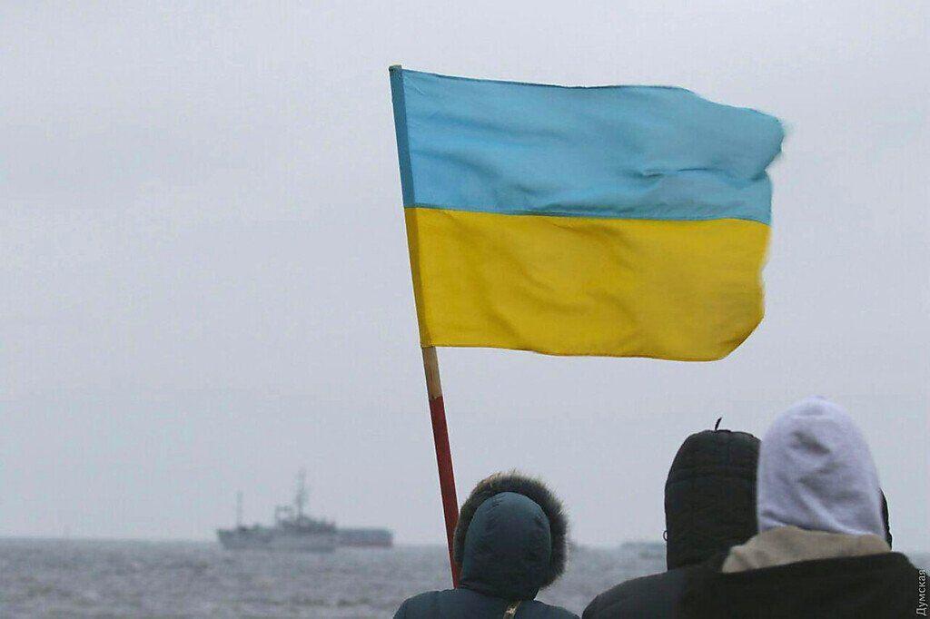 Люди встречают корабли в Очакове