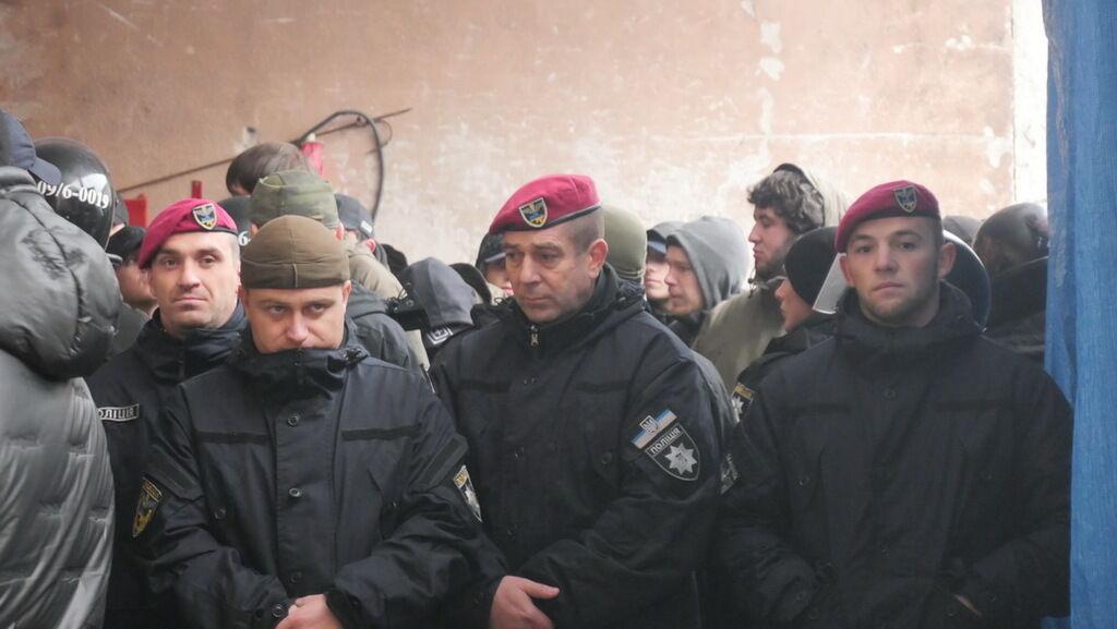 """Рейдеры из """"ДНР"""" в Ивано-Франковске: почему бездействует полиция?"""