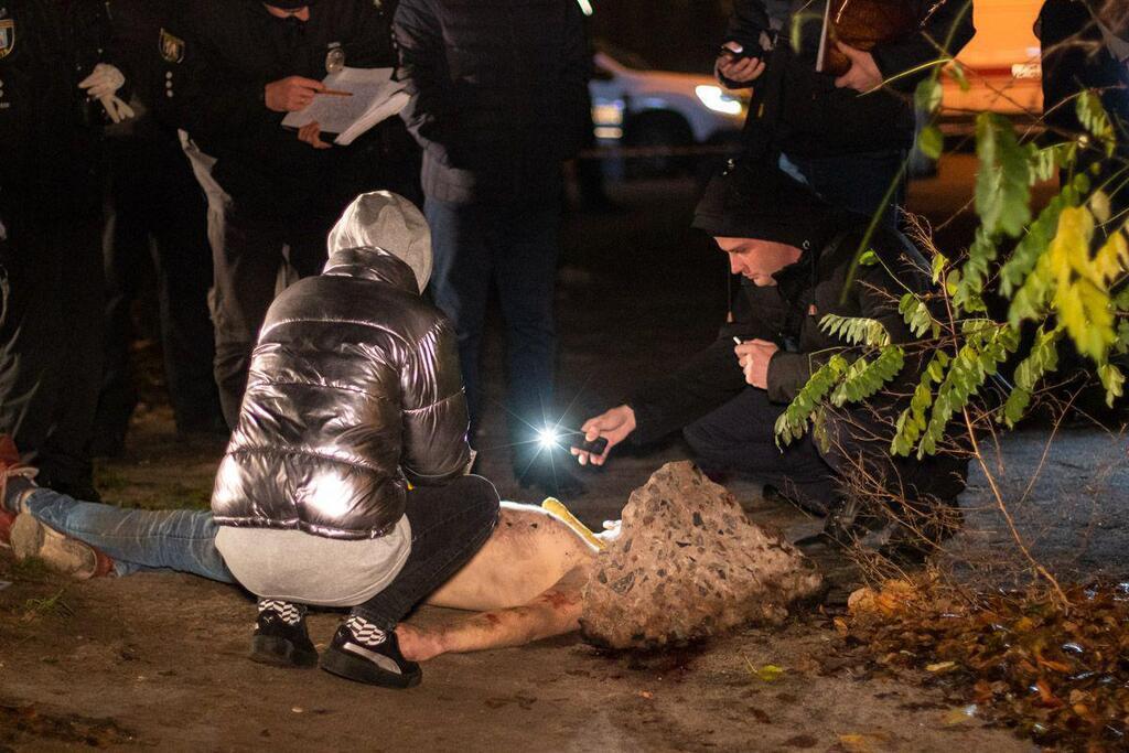 У Києві знайшли мертвим напівголого чоловіка з віником