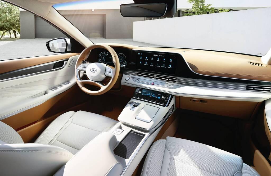 Интерьер Hyundai Grandeur 2020 кажется приятным местом