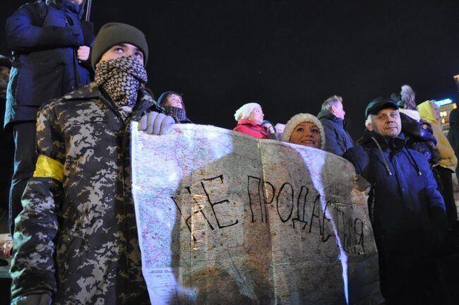 На Майдане прошло вече