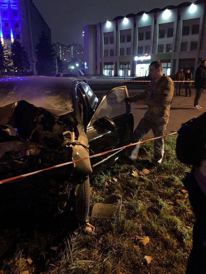 В Одессе пьяный военный врач врезался в дерево
