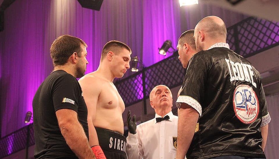 Наразі у Владислава Сіренка в активі 13 боїв, і всі - переможні