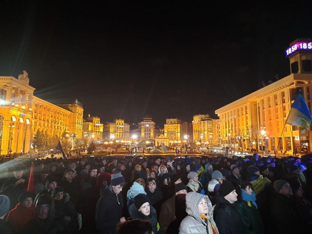 В Киеве на Майдане прошло вече