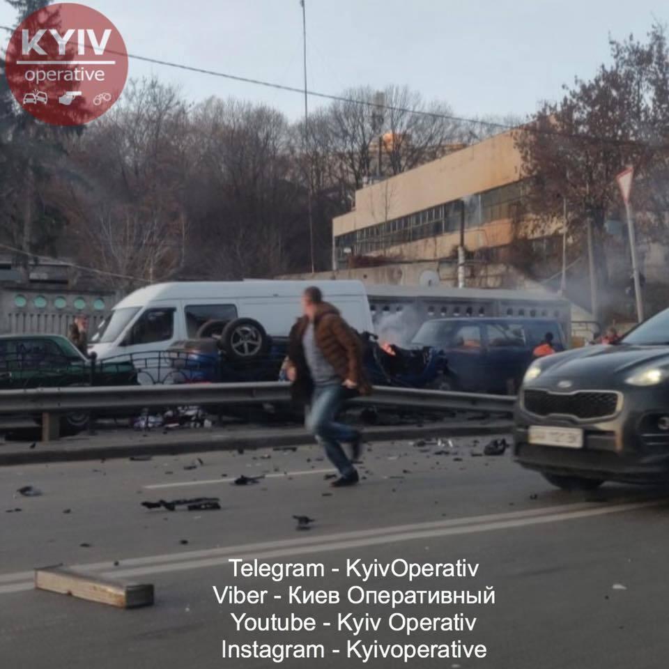 В Печерском районе Киева, на улице Старонаводницкой, 22 ноября произошло серьезное ДТП