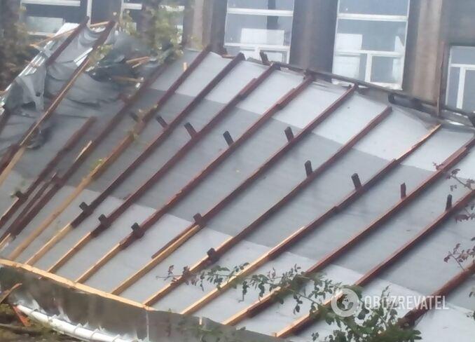 Зірваний дах після шторму