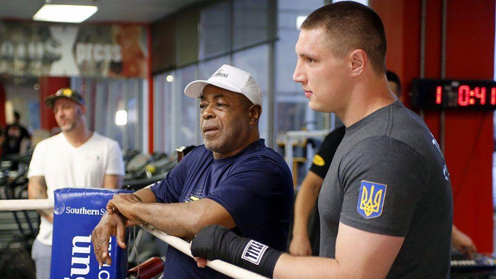 Владислав Сіренко (праворуч) зараз тренується у відомого американського тренера Джеймса Алі Башира