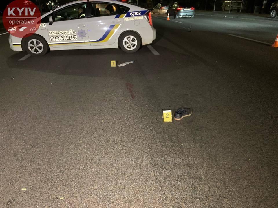 На одном из переходов Окружной дороги автомобиль Skoda сбил мужчину