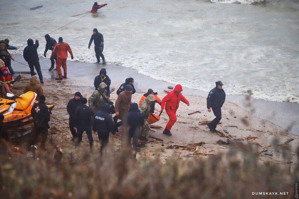 Спасение моряков с затонувшего танкера