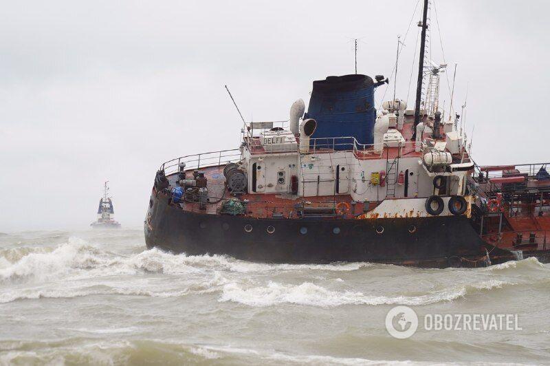 Корабель сів на мілину біля берегів Одеси